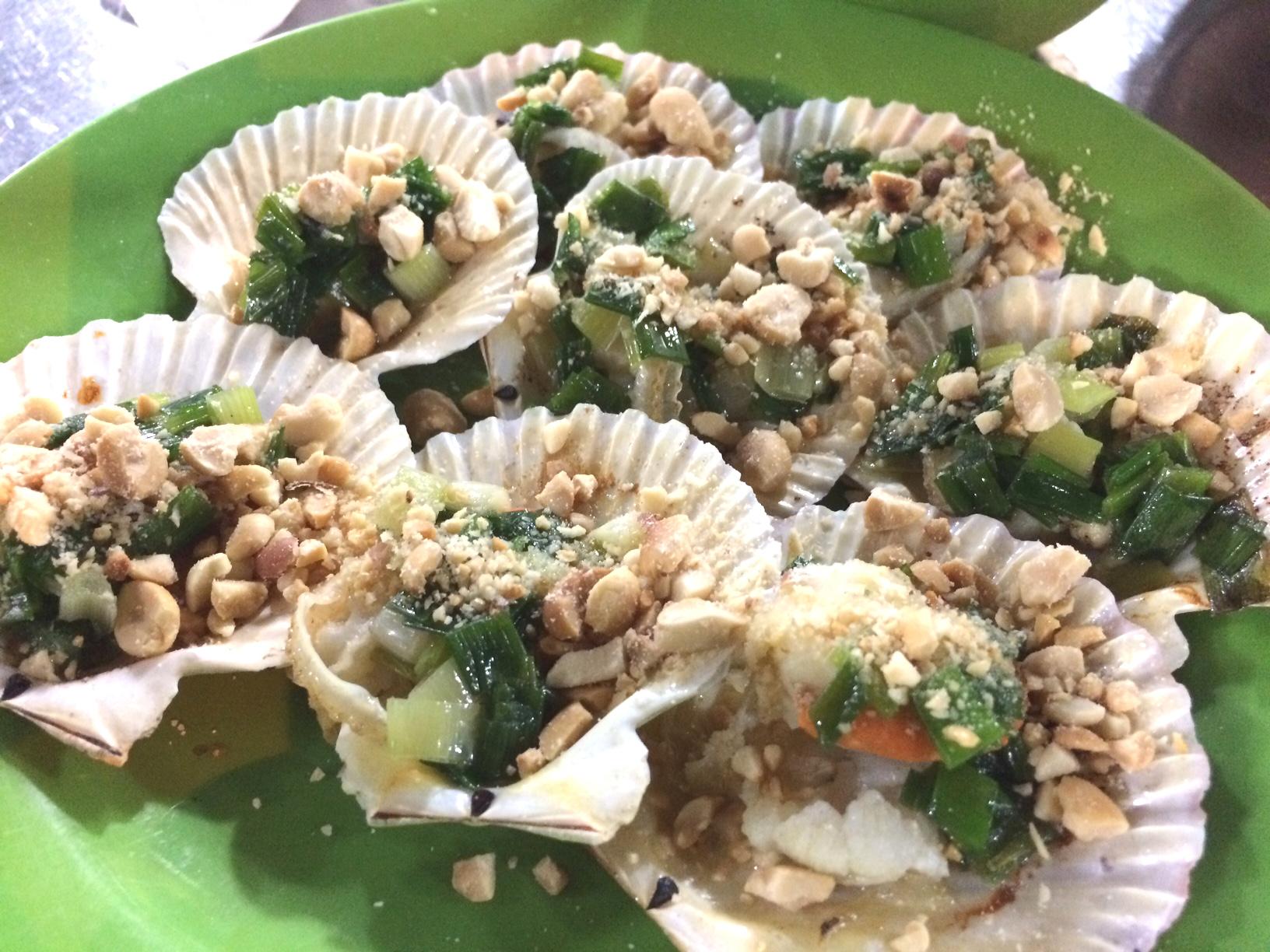 ローカル貝屋さんにて!こちらでは貝がすごい人気でバリエーションも豊富です!