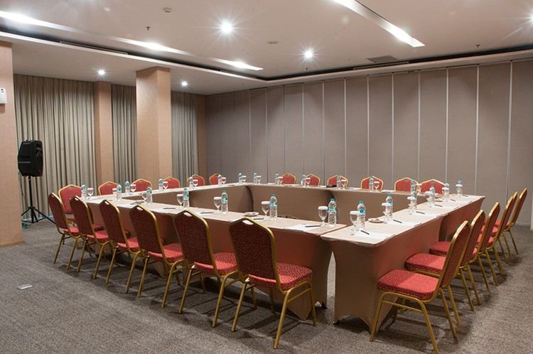 paket-meeting-di-nt-space-tendean,-oak-room-3