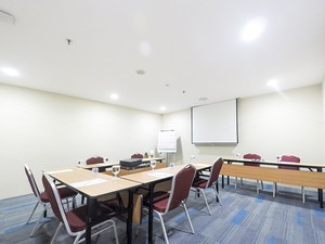 photo of Tulip Room, Lt 8, Favehotel Zainul Arifin 5 1