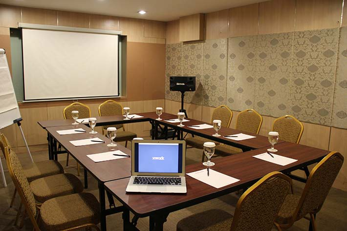 big-paket-meeting-di-favehotel-kelapa-gading,-flamboyan-room-5