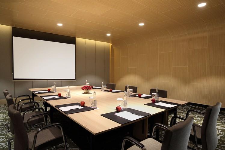paket-meeting-di-hotel-grand-mercure-jakarta-harmoni,-emerald-room-0