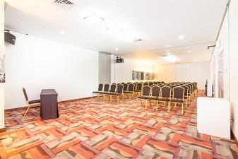 photo of London Room di Hotel NEO Mangga Dua Square 1 1