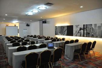photo of London Room di Hotel NEO Mangga Dua Square 1 2