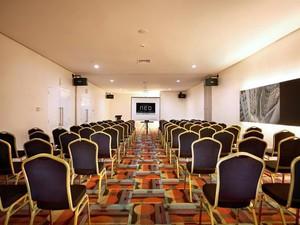 photo of London Room di Hotel NEO Mangga Dua Square 1 3