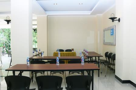 ruang-meeting-di--bandung-bantal-guling-villa-bantal-meeting-room-0
