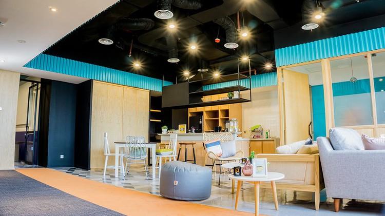 coworking-space-di-tanah-abang-jakarta-selatan-fx-sudirman-coworking-dedicated-desk-0
