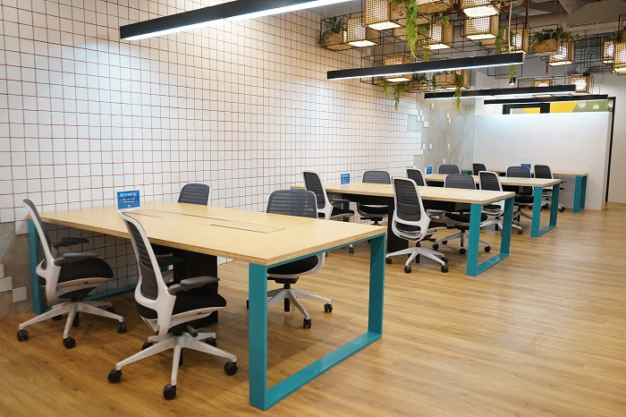 coworking-space-di-menteng-jakarta-pusat-the-plaza-just-desk-dedicated-0