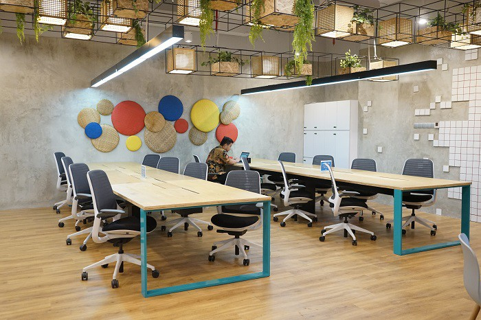 coworking-space-di-menteng-jakarta-pusat-the-plaza-just-desk-dedicated-1