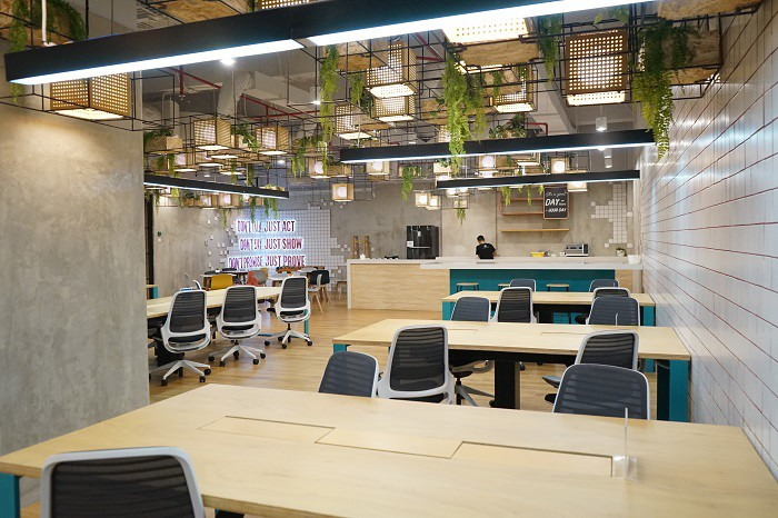 coworking-space-di-menteng-jakarta-pusat-the-plaza-just-desk-dedicated-7
