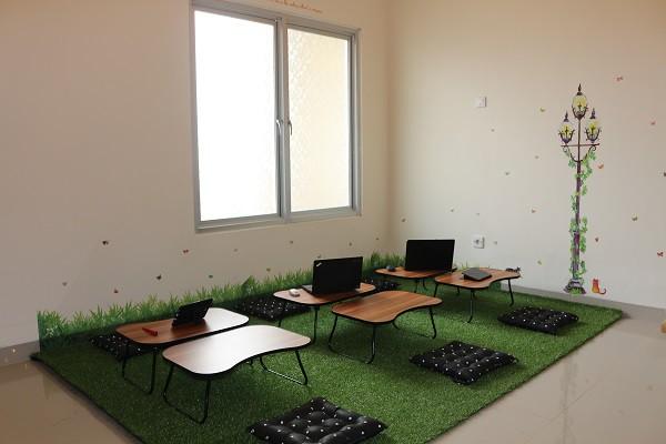 coworking-space-di-serpong-utara-kota-tangerang-selatan-melati-mas-raya-coworking-desk-6