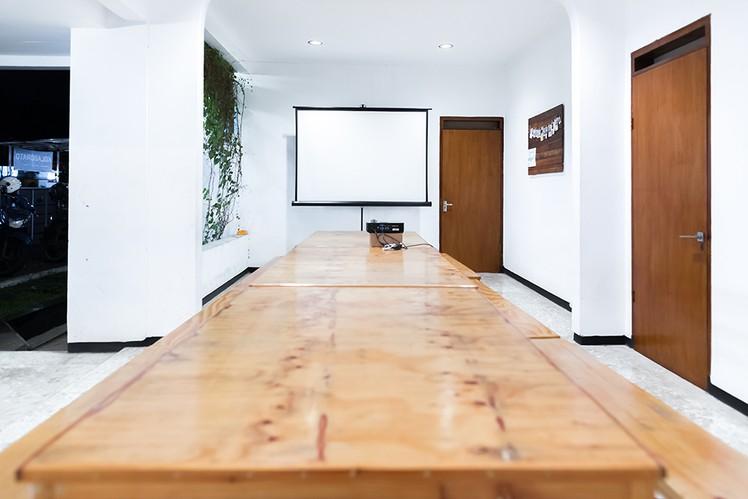 ruang-meeting-outdoor-0-0