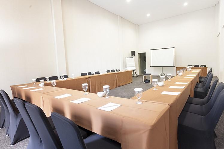 paket-meeting-di-lemo-hotel-serpong,-ruangan-ebony-0