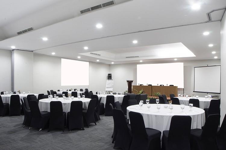 paket-meeting-di-lemo-hotel-serpong,-ruangan-mahogany-&-acacia-(connecting)-0