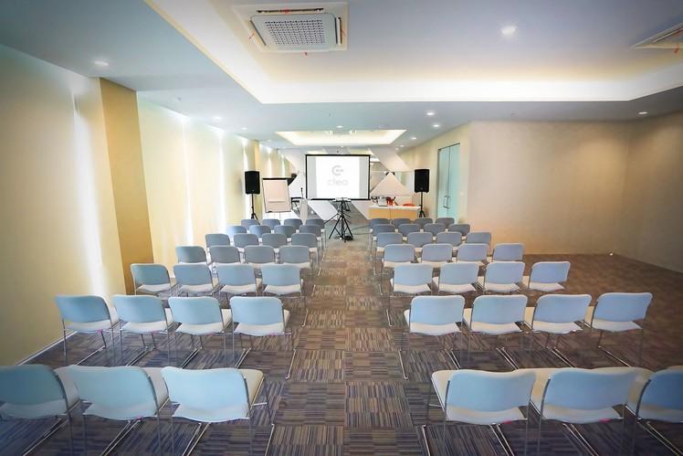 paket-meeting-di-cleo-business-hotel-jemursari,-jobs-0