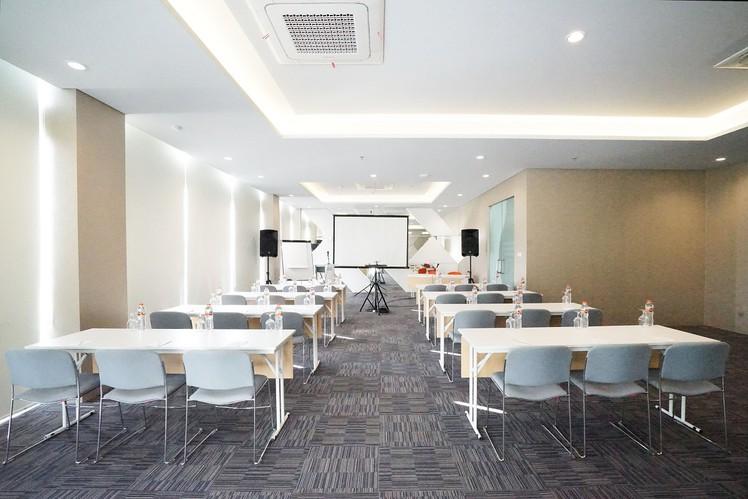 paket-meeting-di-cleo-business-hotel-jemursari,-jobs-2