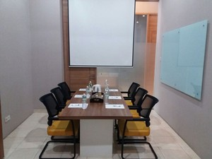 photo of Meeting Room 1 di LeGreen Suite Penjernihan 5 0