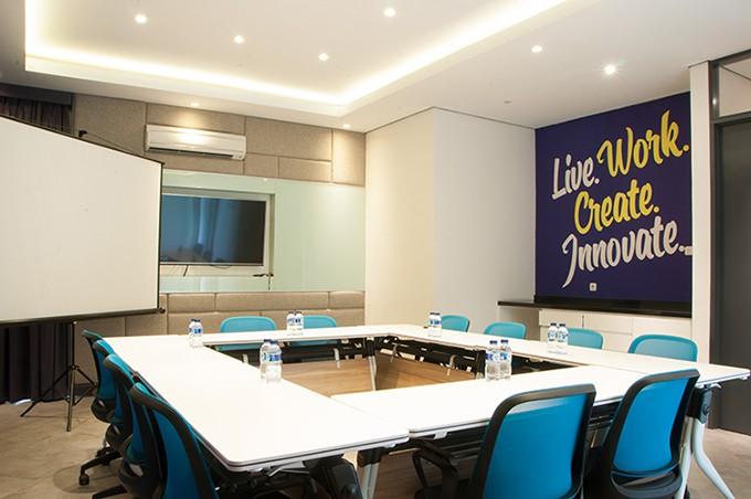 Desain Ruang Tamu Untuk Ruko  room meeting roof