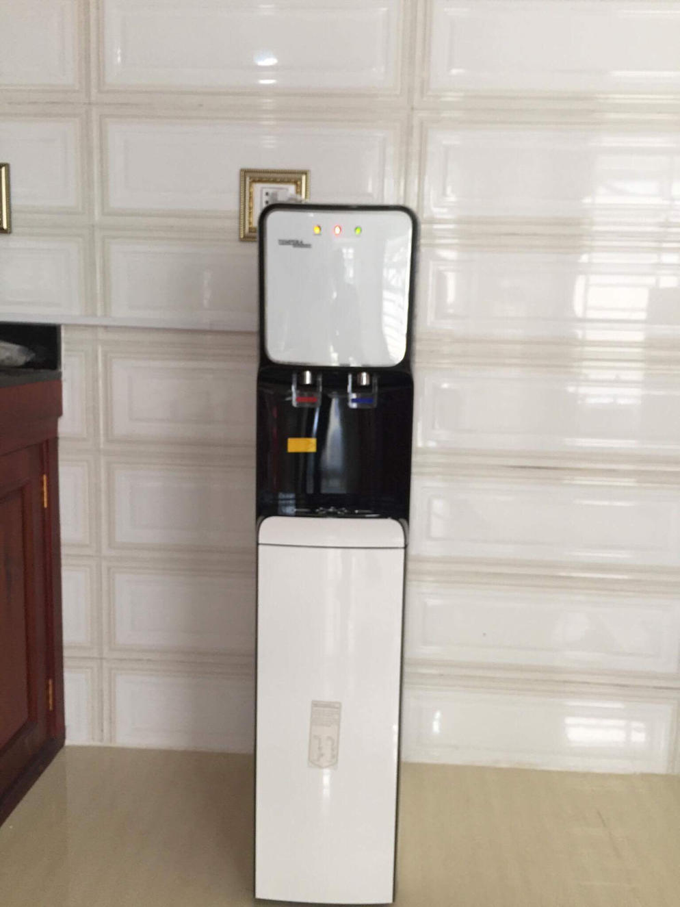 WATER DISPENSER WITH FILTER