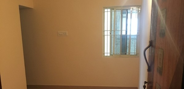 1 BHK Flat for Rent in Charbhuja Plaza, Bommanahalli - Photo 0