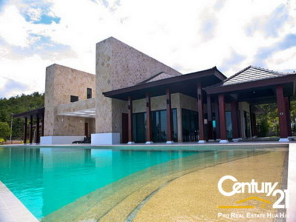 Grand Luxury Modern Pool Villa on Large Land Plot : Reduced by 30%