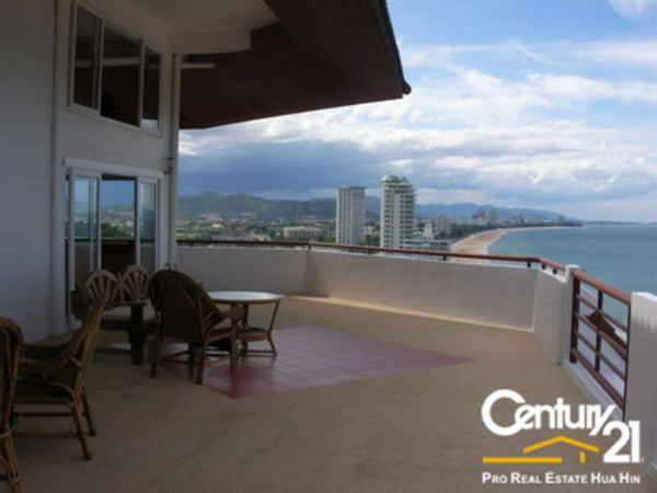 Amazing Views From Top Floor Duplex Condo