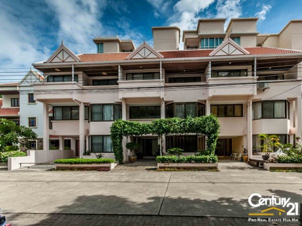4 Bed, 3 Storey Townhouse in Hua Hin Town