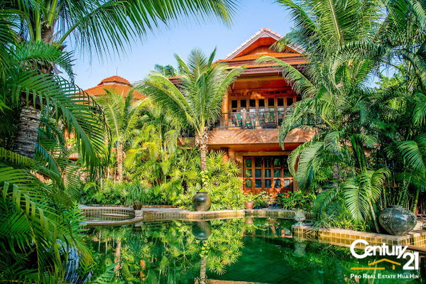 Highest Quality Bali Pool Villa with Lake & Golf Views : Price reduced FEB 2015