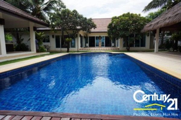Absolute Beachfront Pool Villa : SOLD JUNE 2015