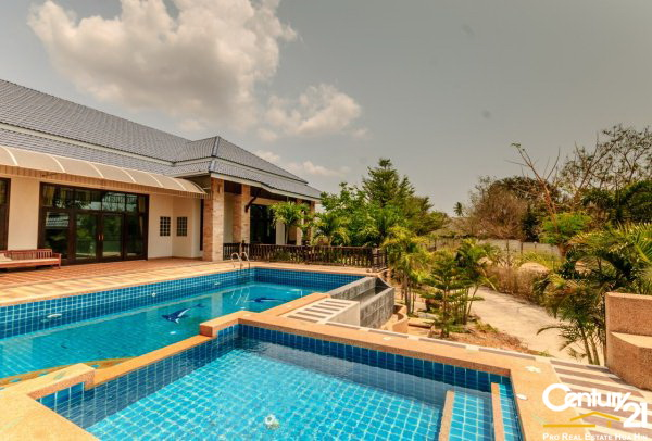 Large 6 Bed Pool Villa Estate