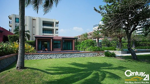 Absolute Beachfront Villa in Center of Hua Hin town