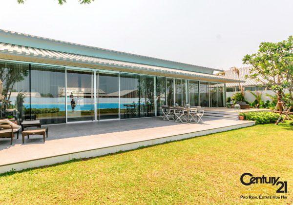 Amazing 4 Bed Lagoon frontage Villa