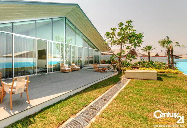 Amazing 4 Bed Lagoon frontage Villas