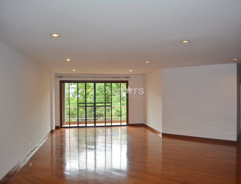 3 Bedroom Apartment In Exclusive Residence Near Lumpini Mrt Station