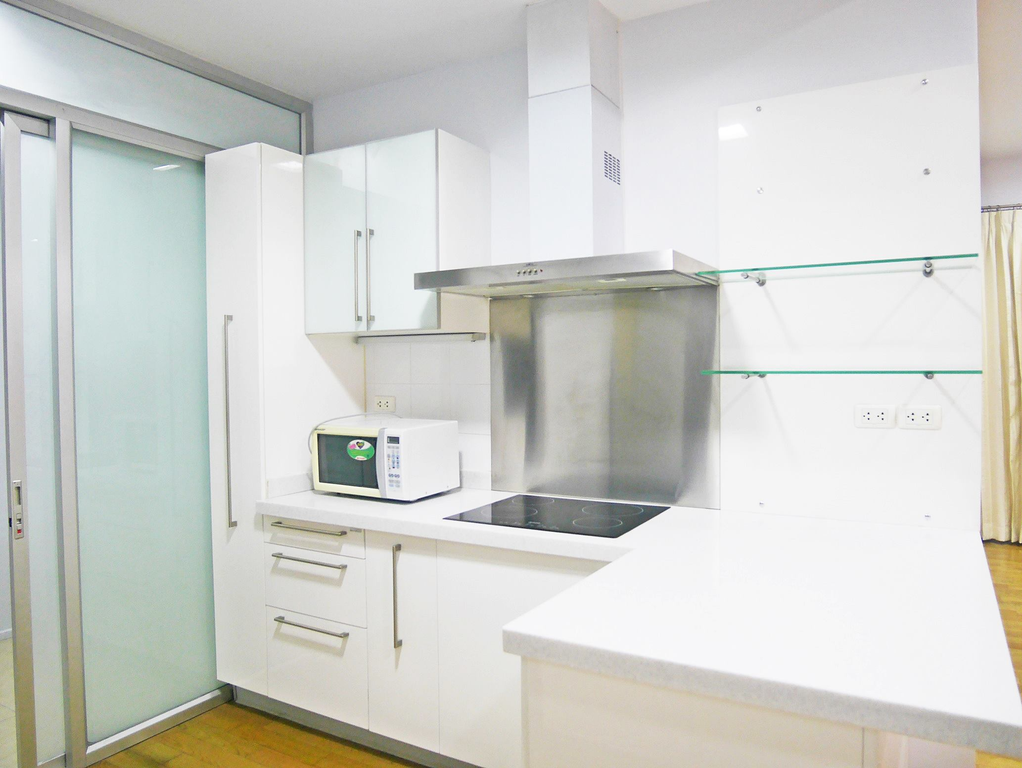 Spacious 2 bedroom apartment in prime location of Phrom Phong